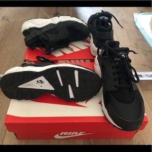 Nike huaraches In black